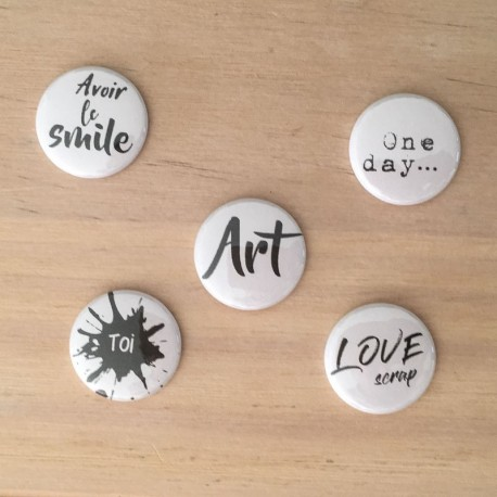 "Badges ""Un Jour une vie"" art avoir le smile, love scrap, one day, noir et blanc, black and white"
