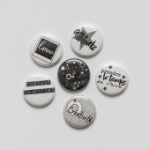 "Badges ""N&B"" noir et blanc, black and white, texte français, polaroid, star, espace, oeillet, grillage, quadrillage, grille"